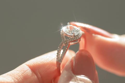קלאסית ועדינה או סקסית ונועזת? איך תעדיפו את טבעת האירוסין שלכם?